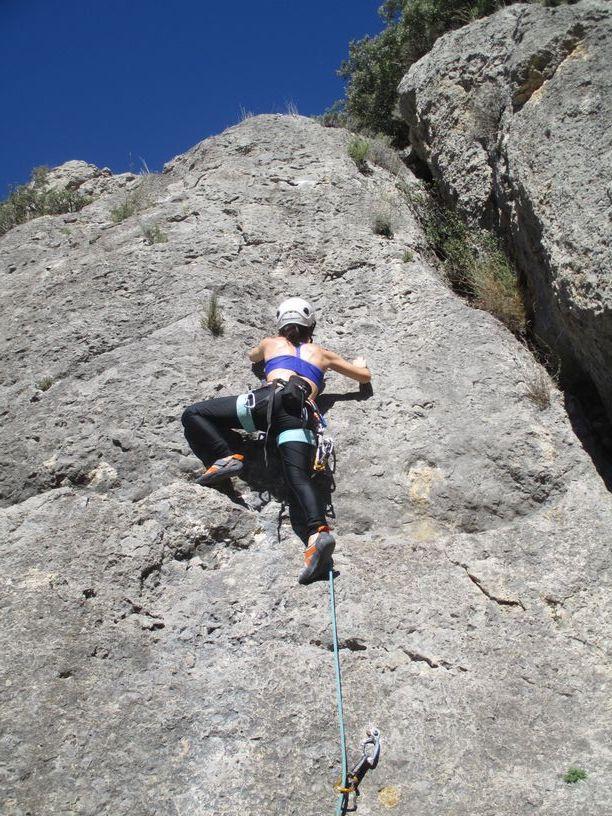 foto mia escalando
